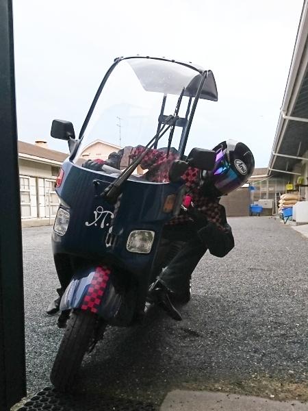 ニュー厩舎バイク(注)バギーと同じでヘルメットの装着義務はありません